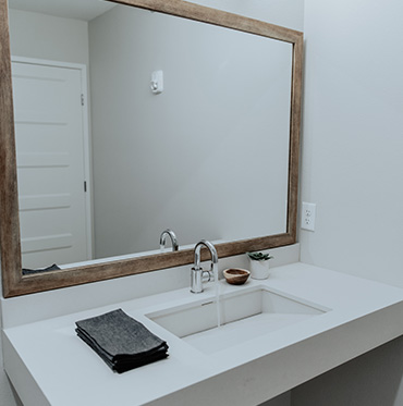sokul surfaces bathroom floating vanity artic white
